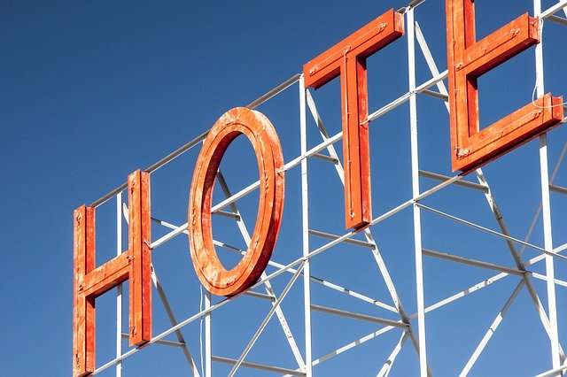 Tabellone per le affissioni dell'hotel - nessuna vacanza!